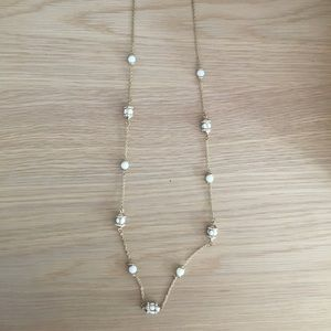 Jewelry - Long gold and white necklace